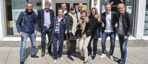 Sto bak: Håkon Sæther (fra venstre), Geir M. Olsen, Janne Klock, Ole Petter Andresen, Lise L. Abrahamsen, Erik Thorum, Gina Svartberg, Hege Myhre, Rune Olsen og Arne Sandaker. FOTO: Snilsberg