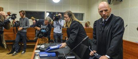 Første dag i retten: Forsvarerne Brynjar Meling og Trine Frantzen kunne konstatere at deres klient, den tiltalte 39-åringen, hadde store problemer med å huske detaljer fra dagene før drapet på Kristin Juel-Johannessen ble begått.foto: Atle Møller