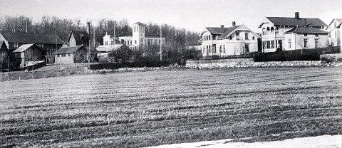 BACKERLØKKA i 1890-åra sett mot Nanset og Larvik Bad.
