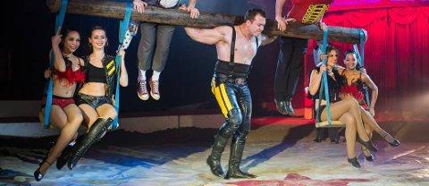 400 KILOS MENNESKEKARUSELL: Tunge løft for Denis Ilchenko alias Den sterke mannen. Foto: Piet-Hein Out
