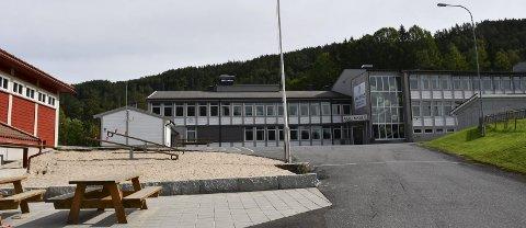 Færre elever på skolen: På ungdomsskolen i Åmli får 8. og 9. klasse delvis hjemmeundervisning. Årsaken er at det blir for fullt på skolebussene hvis alle elevene skal møte på skolen hver dag. Arkivfoto