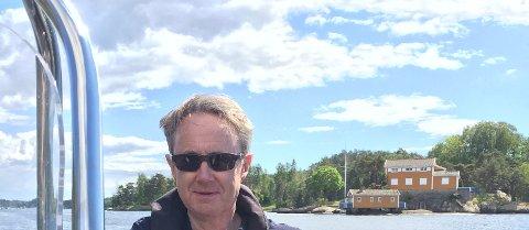 Bjørn Amundsen, dekningsdirektør i Telenor, er ivrig båtmann og minner om at det er VHF-radioen som gjelder for maksimal sikkerhet til sjøs.