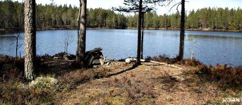 På meheia: Høymyrvatn ligger mellom Kongsberg og Notodden.foto: terje fossan