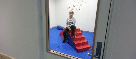 Åpenhet: Her i Kråkstad barnehage er det innsyn til alle rom, som for eksempel dette lekerommet som styrer Anne Lena Strømsborg befinner seg i.foto: Ole Kr. Trana