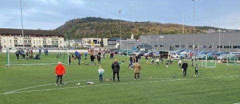 FOTBALLCUP: 150 jenter og gutter på sju og åtte år deltok i Ryfylke Trelast / Asapcup på Tau på lørdag.