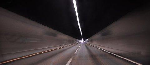Stenbjørnrødtunnelen og Flårtunnelen skal vedlikeholdes natt til fredag.