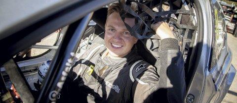 RALLYDEBUTANT: Espen Isaksætre har kun kjørt på bane i sin bilsportkarriere. Lørdag tar han den store manndomsprøven når han debuterer på rallyfronten i selveste Rally Finnskog.