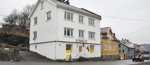 Grensen: Huset i Georg Feydts gate 19 står fortsatt, men i dag kun i Halden kommune. Før 1967 gikk kommunegrensen mellom Halden og Idd tvers gjennom bygningen, og det skapte en rekke, morsomme historier.foto: Øivind Kvitnes
