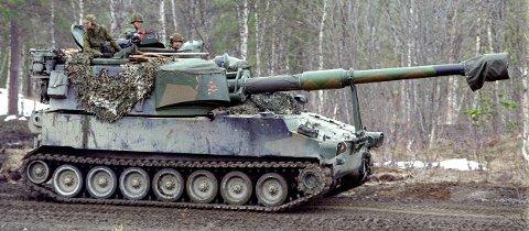 m109 under en feltøvelse i setermoen skytefelt norwegian self-propelled artillery during a field exercise in northern norway