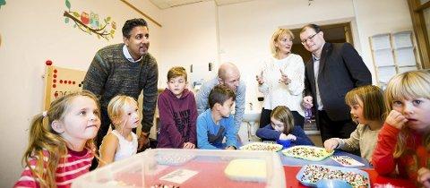 HÅP: Stortingsrepresentant Abid Q. Raja besøkte Vigernes skole i Skedsmo tidligere i november sammen med Boye Bjerkholt.