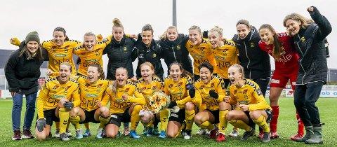 Nytt system: Søndag ble LSK Kvinner det første kvinnelaget med seks strake seriegull. Til neste år kan de også bli tidenes første sluttspillmester. Begge foto: NTB scanpix
