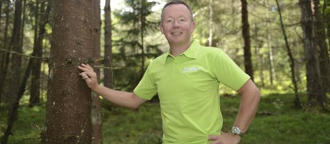 Reagerer ikke: Olav A. Veum, styreleder i Norges Skogeierforbund, reagerer ikke på at skogseiendommen i Drangedal selges høyere enn takst. – Vi er for at prisregulering for skogseiendommer fjernes og at markedet får bestemme. sier han.                                                                                                                                                                                    FOTO: SKOGEIERFORBUNDET