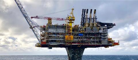 Oljeinvesteringene økte i 2020. Bildet viser Draugen-plattformen.