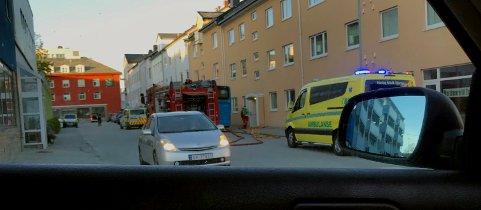 Kvinne ble kjørt til sykehus etter røykutvikling på Kirklandet. Leserfoto