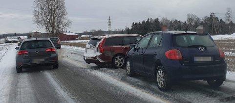 BLAKER: To biler kolliderte på Blaker i Sørum.