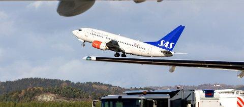 Værnes  20171004. SAS fly tar av på Værnes lufthavn. Foto: Gorm Kallestad / NTB scanpix