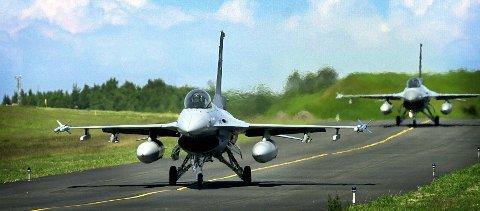 Jagerfly: Gjennom å investere i infrastrukturen på Rygge flystasjon, skal USA sørge for at amerikanske og allierte Nato-jagere skal kunne reagere raskt mot trusler. Arkivfoto: Mioss Avis