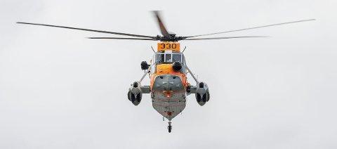 Her et  Sea King redningshelikopter i aksjon. Behov for helikopterplass gjør at bobilplassen på Rove må utgå.  Foto:  Forsvarets mediearkiv