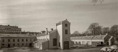 Den kongelige stall sett fra Stallgården. Bildet er tatt i  1972.