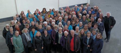 STORT KOR: 150 sangere pluss flere barn skal synge sanger skrevet av Trygve Hoff.