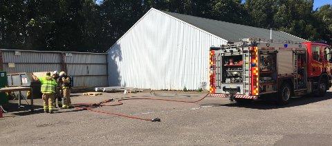 BRANN: Røykutvikling fra en komprimator i Moloveien førte til brannutrykning mandag ettermiddag.