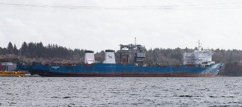 Lasteskipet «Harrier», her ved havn i Gismarvik.