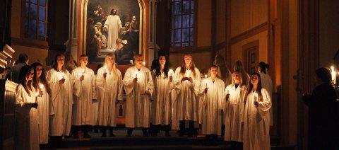 Stemning: Ungdomskoret fra kulturskolen i Gjøvik innbyr til to Lucia-konserter i Gjøvik kirke. Arkivbilde