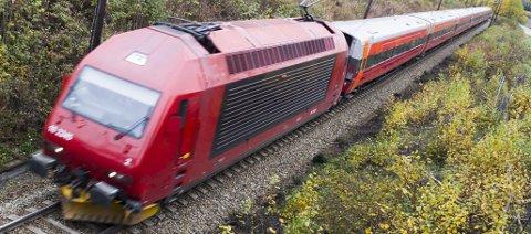 Jernbane: Det er i nasjonens interesse å utrede et raskt dobbeltspor Hønefoss–Nittedal–Oslo, sier forfatterne av dette innlegget. Foto: Frode Johansen