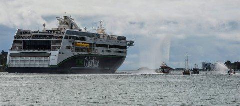ELEKTRISK: Color Hybrid seilte på diesel da den la ut fra kai i Sandefjord for første gang. Nå seiler skipet ved hjelp av strøm ut og inn av fjorden. (Arkivfoto)