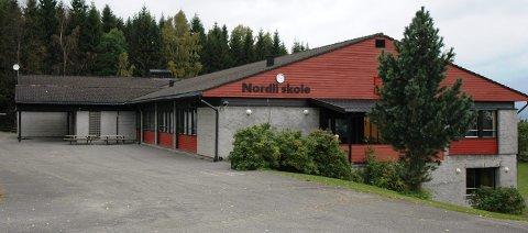 I KARANTENE: 7. trinn ved Nordli skole er satt i karantene fram til mandag. Rektor Marit Lie roser samarbeidet med kommunen.
