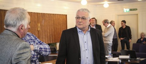 Per dags dato står Per Lerøy og Arbeidarpartiet utan nokon å samarbeide med i Austrheim.