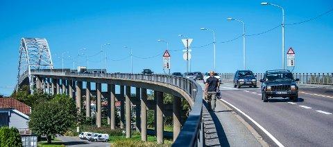 Ingen plass for gående og syklende på brua når det er tett trafikk, mener Tor Jørgensen.