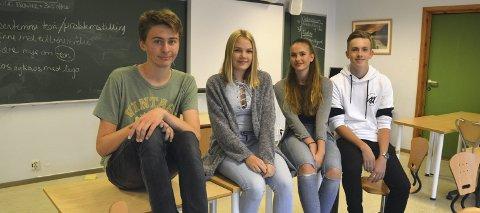 På dagsorden: Johan Solbakken, Solveig Nitteberg Andreassen, Vilja Eriksen Moan og Magnus Sørensen på Hvaler ungdomsskole gleder seg til temadag om kropp og helse.