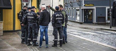 Rekognoserte: Politiets rundtur i sentrum endte med avslag på søknaden om nazimarsj. Nå er det ny runde, denne gangen i Gamlebyen.