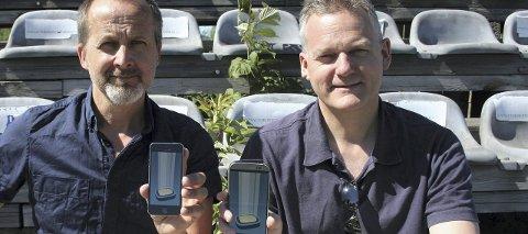 SUKSESS: Geir Florhaug og Lars Erik Bolstad har utviklet appen «Groundhopper» for fotballfans som vil registrere hvilke stadioner de har besøkt og hvilke kamper de har sett. Foto: Anne-Carine Florhaug