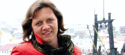 GLITRENDE KANDIDAT: Kristina Hansen, ordfører i Nordkapp, er en glitrende kandidat til å bli leder i Finnmark Ap, mener Wnche Pedersen i Vadsø Ap. Ordfører Frank Martin Ingilæ (Ap) i Tana mener også hun er en dyktig politiker, med bein i nesa.