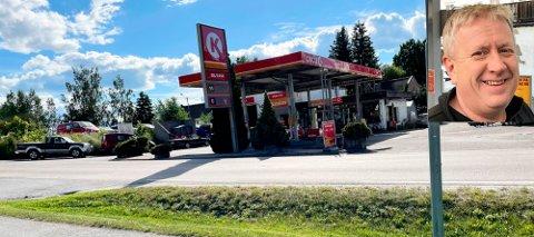 FORTSATT DRIFT?: Dersom det er opp til Arild Hellesjø (innfelt), blir det fortsatt bensinstasjon i Hemnes sentrum.