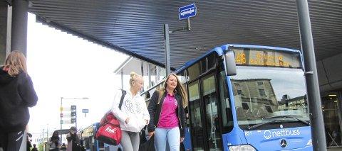 GRATIS BUSS: Prosjektet «Østfold tar bussen» kan bety gratis buss om kveldene og i helgene. Det vil i så fall glede ungdommene i fylket.