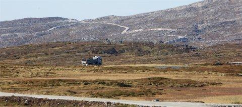 VINDKRAFTPARKEN: Arbeidet med vindkraftparken på Kvaløya har holdt på i mange måneder. Nå har flere grunneiere hevet kontrakten med utbyggeren. Foto: Ola Solvang