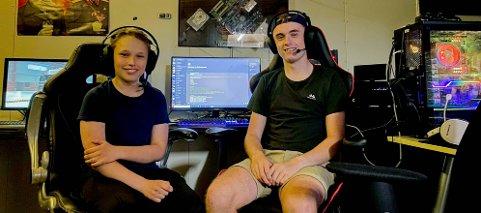 LIDENSKAPELIGE GAMERE: Vetle Borud (15) og Simen Gislingrud (15) vil samle unge gamere i Indre Østfold