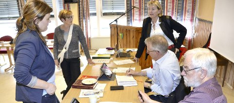 FLERTALL: Et flertall i Rindal ønsker sammenslåing, men retninger er uklar. Fra venstre Line Flåtten, Kirsti B. Landsem, Birgit Reisch, Ola T. Heggem og Magnar Dalsegg.