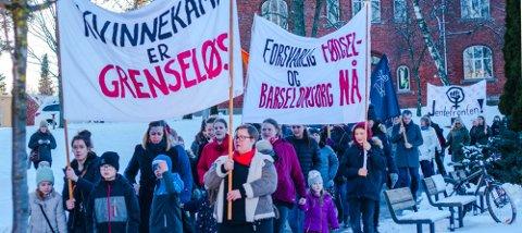 KVINNESAK: Feminisme er viktigere enn noen gang, skriver Anette Alexandra Dey. Bildet er fra 8. mars-demonstrasjonen i Ås i 2019.