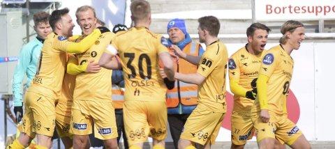 Glade gutter: Vegard Leikvoll Moberg og resten av Glimt-spillerne kunne juble for nye tre poeng på konto. Foto: Rune Stoltz Bertinussen, NTB scanpix