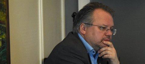 Geir Mikkelsen er rådmann i Fauske kommune. Selv om prognosen i økonomimelding to viser en forbedring på 7,7 millioner kroner sammenlignet med i fjor, er det ellers lite lystig lesning. En innmelding på Robek-lista er nærmere enn før.