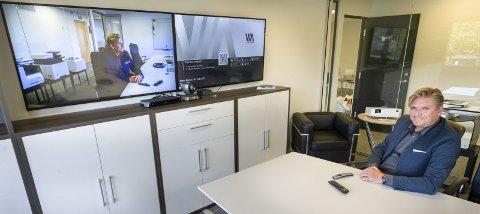 Video:  Utstyr til videokonferanse og printerløsninger som LOB Manager Tommy Kallsaten demonstrerer er blant det nye satsingsområdet til Staples Connect.