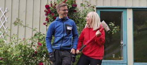 Martine Øverland Sagheim og Anders Grut totalrenoverer en bolig i Buvika fra 1967. Her fra før første sleggesving.