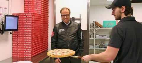 RETT PERSON: Administrerende direktør Espen Hoff er på jakt etter den rette personen som vil drive en Peppes Pizza-restaurant i Kragerø. (Foto: Privat)