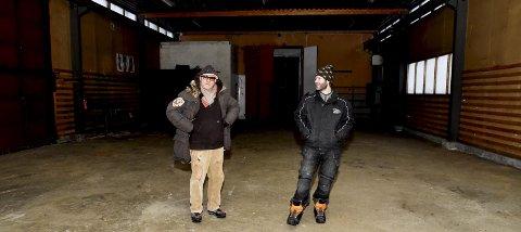 Verksted: Kjell Erik Killi-Olsen sammen med Erik Sanden. Nå skal de gjøre om verkstedet til atelier.