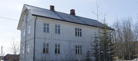 BRENNES NED: Lørdag gjennomfører brannvesenet en fullskala øvelse ved gamle Sagvoll skole i Vestre Toten.