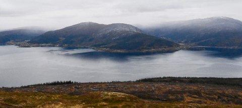 Ranfjorden sett fra Slettafjellet ovenfor Bustneslia.